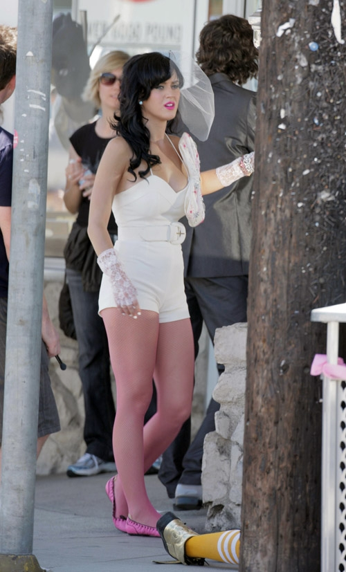 Behind The Scenes Katy Perry Shoots Video For Hot N