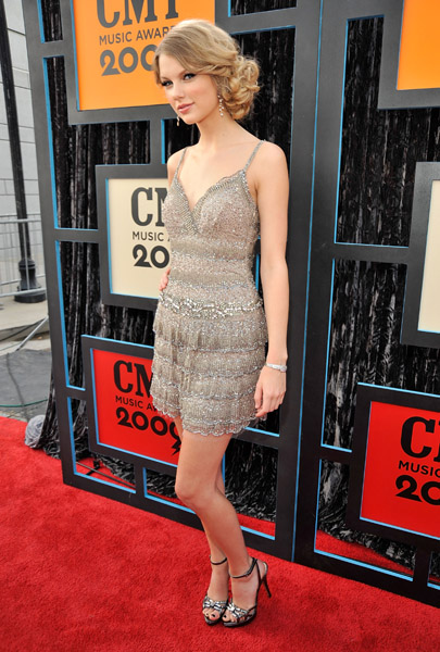 Taylor Swift Brown Hair. There#39;s no red carpet Taylor