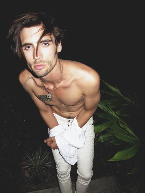 all american rejects front man tyson ritter s dirty sexy. Black Bedroom Furniture Sets. Home Design Ideas