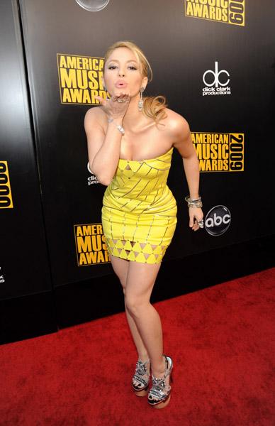 yellow dress Shakira