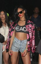 Rihanna Coachella 01