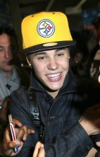 Justin Bieber Mobbed Paris 2