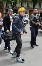 Justin Bieber Mobbed Paris 3