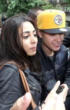 Justin Bieber Mobbed Paris 4