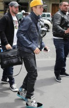 Justin Bieber Mobbed Paris 7
