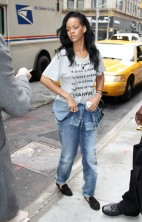 Rihanna No Makeup 2