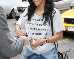 Rihanna No Makeup 3