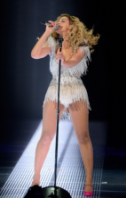beyonce first revel performance 3