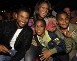 Usher and family at 2008 Kids Choice Awards - Getty