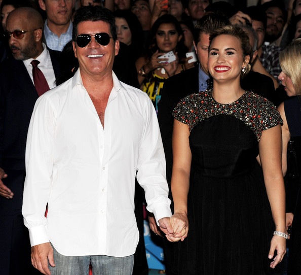 http://neonlimelight.com/wp-content/uploads/2012/09/Simon-Cowell-and-Demi-Lovato-X-Factor-premiere.jpg