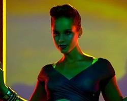 """Alicia Keys in """"Girl On Fire"""""""