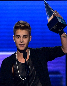 Justin Bieber  on Justin Bieber  Nicki Minaj Win Big At 2012 American Music Awards
