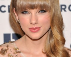 Taylor Swift Attends 2012 Ripple Of Hope Gala