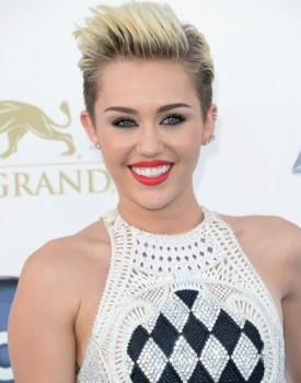 Miley Cyrus BBMA 2