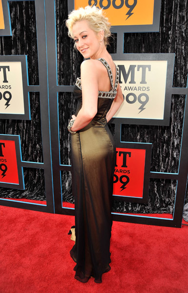 //Events: Taylor Swift, Kellie Pickler, And T-Pain Shine At The CMT Music Awards//   Neon ...